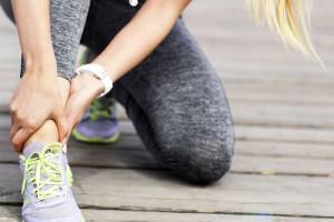 بهترین و سریع ترین راه درمان رگ به رگ شدن پا (مچ پا) در منزل
