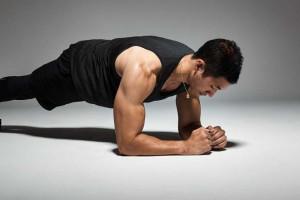تقویت عضلات بدن با ۵ حرکت ایزومتریک