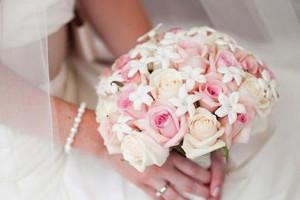 دسته گل خاص عروس 2018 جدید با طرح های شیک مد روز دنیا