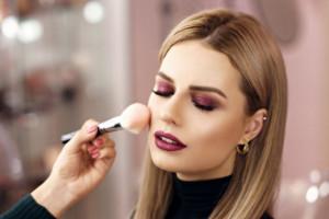 ۹ قدم موثر برای ماندگاری بیشتر کرم پودر روی پوست صورت