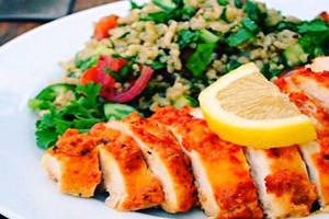 طرز تهیه خوراک سینه ی مرغ با طعم سیر غذای رژیمی