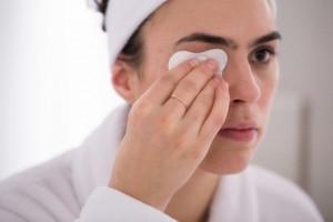معرفی روش ها و شوینده های مناسب جهت پاک کردن آرایش صورت