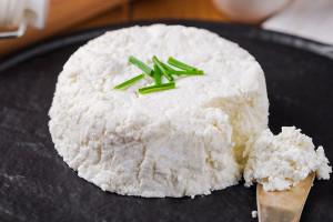 طرز تهیه پنیر لبنه در منزل + ارزش غذایی این پنیر برای سلامت بدن