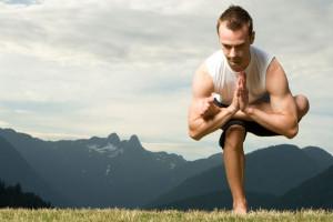 ۱۱ حرکت ساده و اولیه یوگا برای آقایان