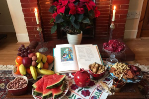 شب یلدا چی بخوریم؟ میوه ها و خوراکی های مرسوم در شب یلدا