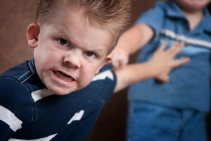 علل ایجاد خشونت و پرخاشگری در کودکان چیست ؟