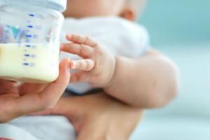 راهنمای انتخاب بهترین شیر خشک مناسب برای نوزادان
