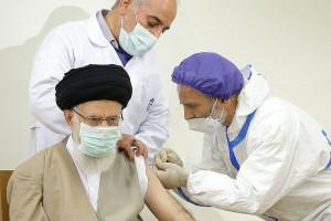 تصاویر دریافت نوبت اول واکسن ایرانی کرونا توسط رهبر انقلاب