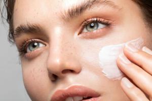 10 کرم ضد لک قوی برای از بین بردن لک های پوستی مناسب پوست های حساس