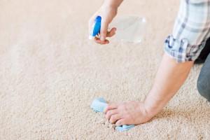 بوی بد شیر ریخته شده روی فرش را با 4 روش می توان از بین برد