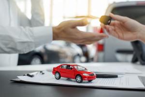 سن قانونی برای معامله و سند زدن خودرو و موتور سیکلت از چند سالگی است؟