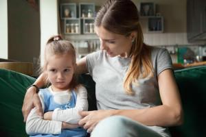 رفتار با کودکی که مادر ندارد چگونه باید باشد ؟
