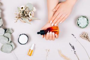 18 خاصیت شگفت انگیز روغن عناب برای پوست و مو