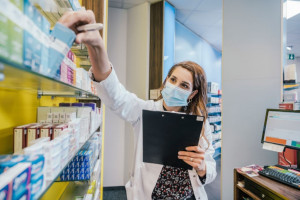 داروی ژنریک چه فرقی با داروهای تجاری دارد ؟
