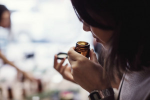 عطرهای جیبی دکانت ( دستریز ) با رایحه ای خنک و ارزان قیمت