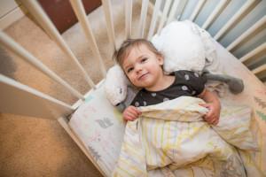 رفتار با کودکی که نمی خوابد چگونه باید باشد ؟