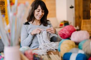 بافتنی درمانی : 6 فایده بافتنی برای سلامتی خانم ها