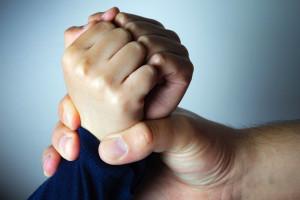 در چه مواردی تنبیه بدنی کودکان در اسلام مجاز است ؟
