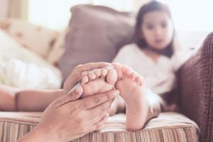 چه عواملی باعث درد دست و پا در کودکان می شود؟