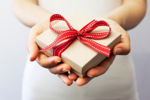 10 کادو مناسب برای تولد مادر شوهر که خوشحالش می کند