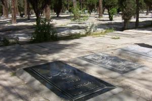 حکم شرعی شب رفتن به قبرستان چیست ، آیا اشکال دارد ؟