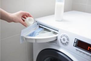 زمان ریختن نرم کننده در ماشین لباسشویی و نحوه استفاده از آن