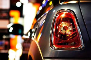۶ علت روشن شدن چراغ ترمز ABS