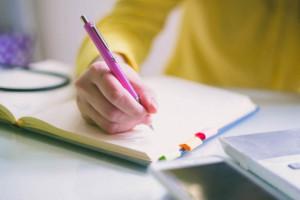 چگونه می توانیم کتاب بنویسیم؟