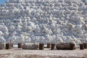 آشنایی با آبشار نمک پتاس واقع در شهرستان خورو بیابانک اصفهان