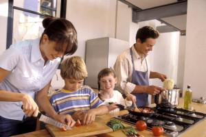 تقسیم وظایف در خانه : چگونه کارهای خانه را به راحتی تقسیم کنیم ؟