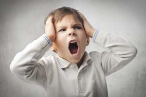 خودزنی کودک و 4 راهکار پیشنهادی برای درمان این عارضه