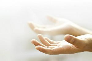 چرا بعد از دعا کردن دست به صورت خود میکشیم ؟