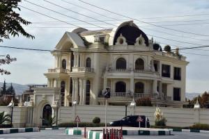 کاخ علی کریمی ملقب به جادوگر کجاست ؟ + عکس