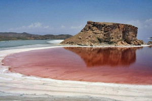 تصاویری زیبا از قرمزشدن رنگ آب دریاچه ارومیه