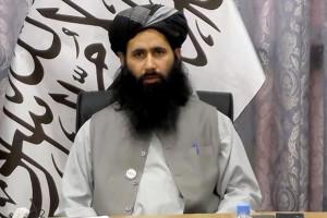 توهین زشت یک عضو طالبان به ایرانی ها روی آنتن زنده!