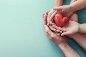 مهربانی کودکان : 10 راهکار طلایی برای تقویت مهربانی در کودکان