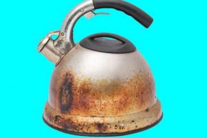 ۸ ترفند ساده برای براق کردن کتری استیل سوخته