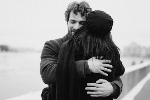 شعر روز جهانی بغل کردن | 15 شعر کوتاه و بلند عاشقانه در وصف آغوش و بغل کردن