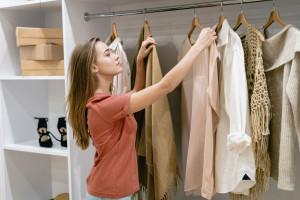 تبدیل لباس کهنه به نو | 10 ترفند تبدیل لباس ساده قدیمی به لباس شیک و جدید