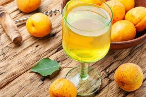 طرز تهیه 3 مدل شربت زردآلو نوشیدنی سالم و مقوی