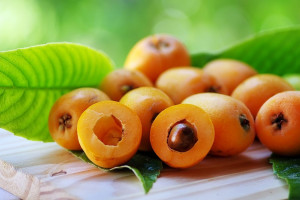 طبع ازگیل : میوه ازگیل گرم است یا سرد ؟