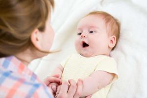 آموزش حرف زدن به کودک و ترفندهای آن