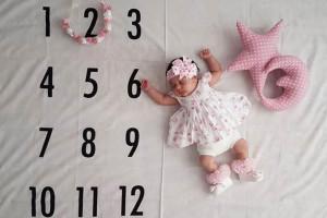 نوزاد 2 ماهه من چه کارهایی می تواند انجام دهد ؟