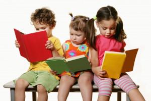 ۱۷ راهکار طلایی برای علاقمند کردن کودکان به کتاب خواندن
