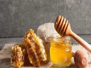 ۷ خاصیت حیرت انگیز عسل شبدر