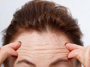 رفع چین و چروک پیشانی: ۲۰ روش سریع و آسان درمان چین و چروک پیشانی