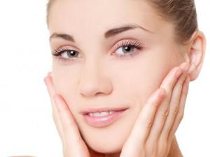 ۱۱ روش خانگی برای روشن شدن رنگ پوست