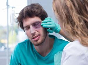 ۱۳  درمان خانگی کبودی دورچشم بر اثر ضربه