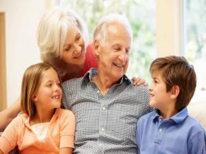مزایای و معایب بهره گیری از فامیل و آشنایان برای نگهداری از کودک
