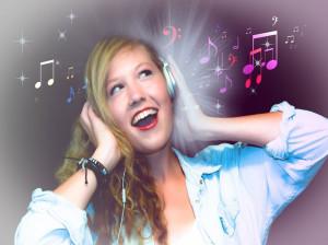 تعبیر خواب آواز خواندن : 52 نشانه و تفسیر آواز و خوانندگی در خواب